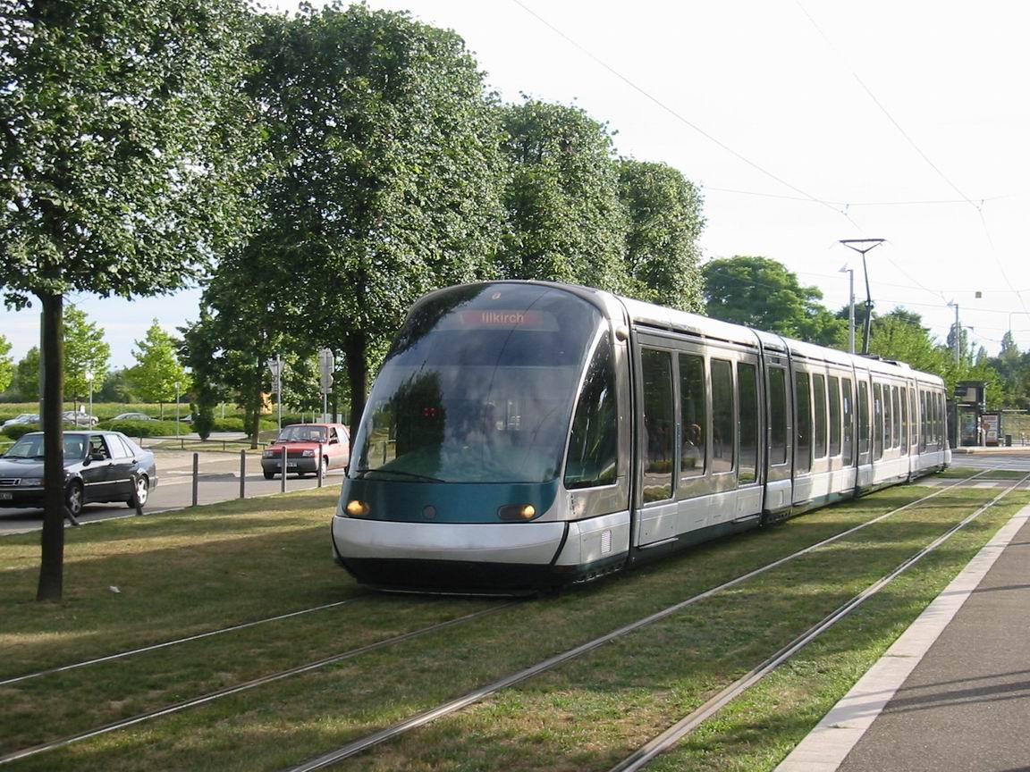104-strasbourg-tramway-cts-1064-entre-ducs-dalsace-saint-florent-a-25-07-2003-photo-bernard-chatreau2.JPG