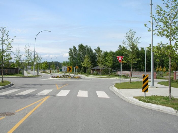Admiral Blvd approaching roundabout